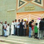 مسئول موال لهادي يتعرض للطم من قبل طالب يمني